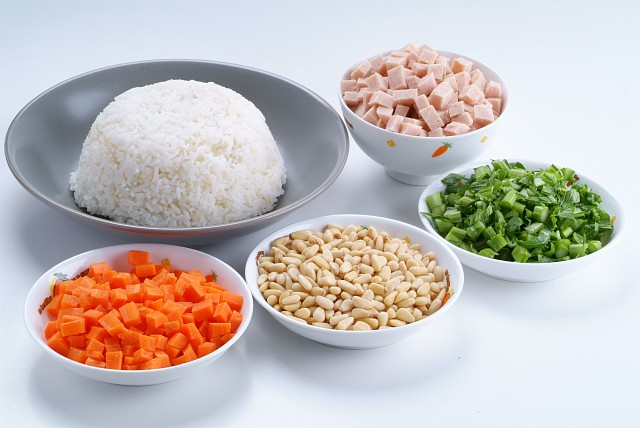 Recipe name: Vegetarian Ham and Pine Nuts Fried Rice
